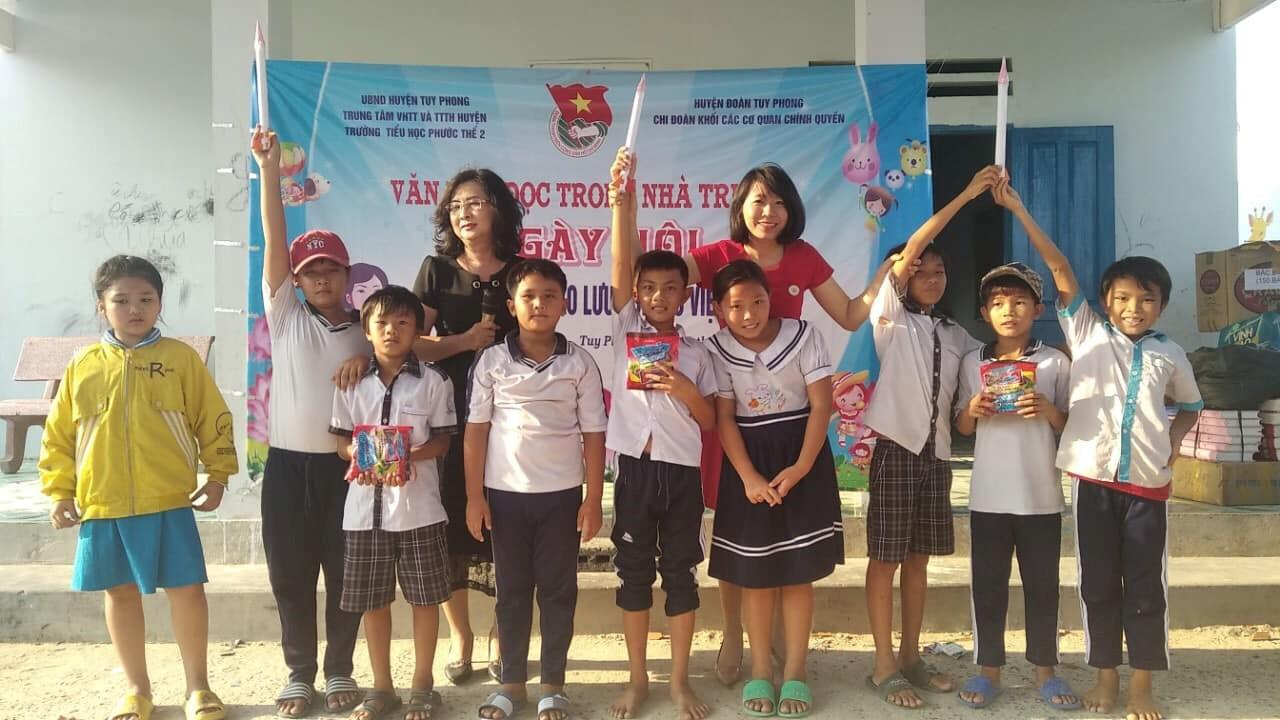 Sách đến với học sinh làng chài Cửa Sứt, xã Phước Thể