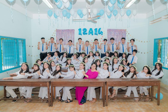 Từ 'chàng shipper quán nước' đến thủ khoa khối C00 tỉnh Bình Thuận